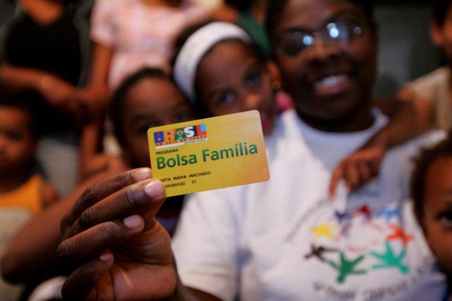 Bolsa Família atende a 13,7 milhões de brasileiros – metade no Nordeste.