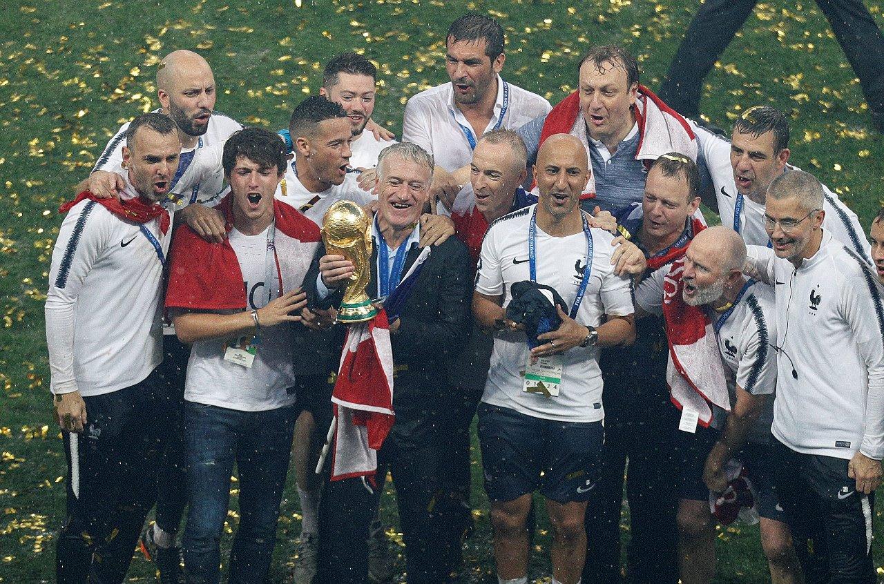 Campeão, Deschamps se iguala a Zagallo e Beckenbauer como 'lenda' da Copa