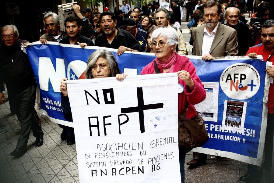 Resultado de imagem para Chilenos que se aposentam recebem quase 50% do salário mínimo