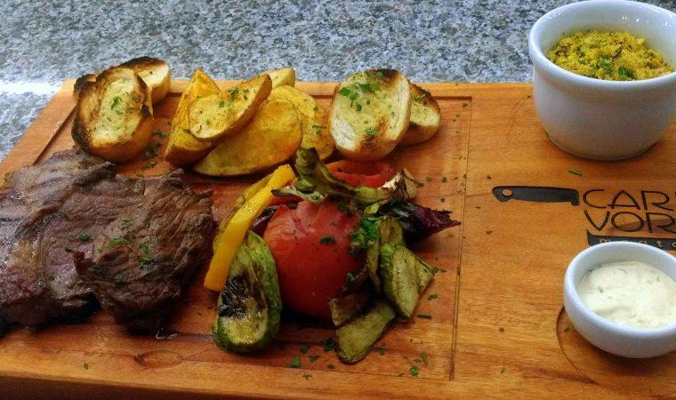 Eat's ON, taí um novo espaço gastronômico funcionando em Curitiba. Com 14 operações diferentes