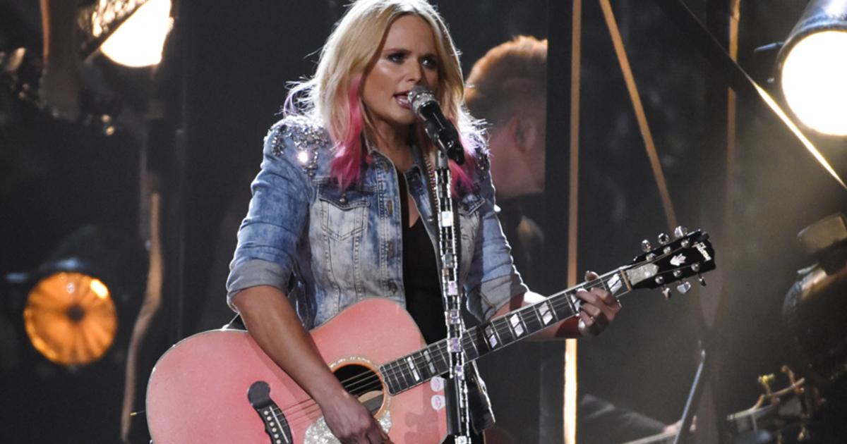 Miranda lambert playing guitar 876