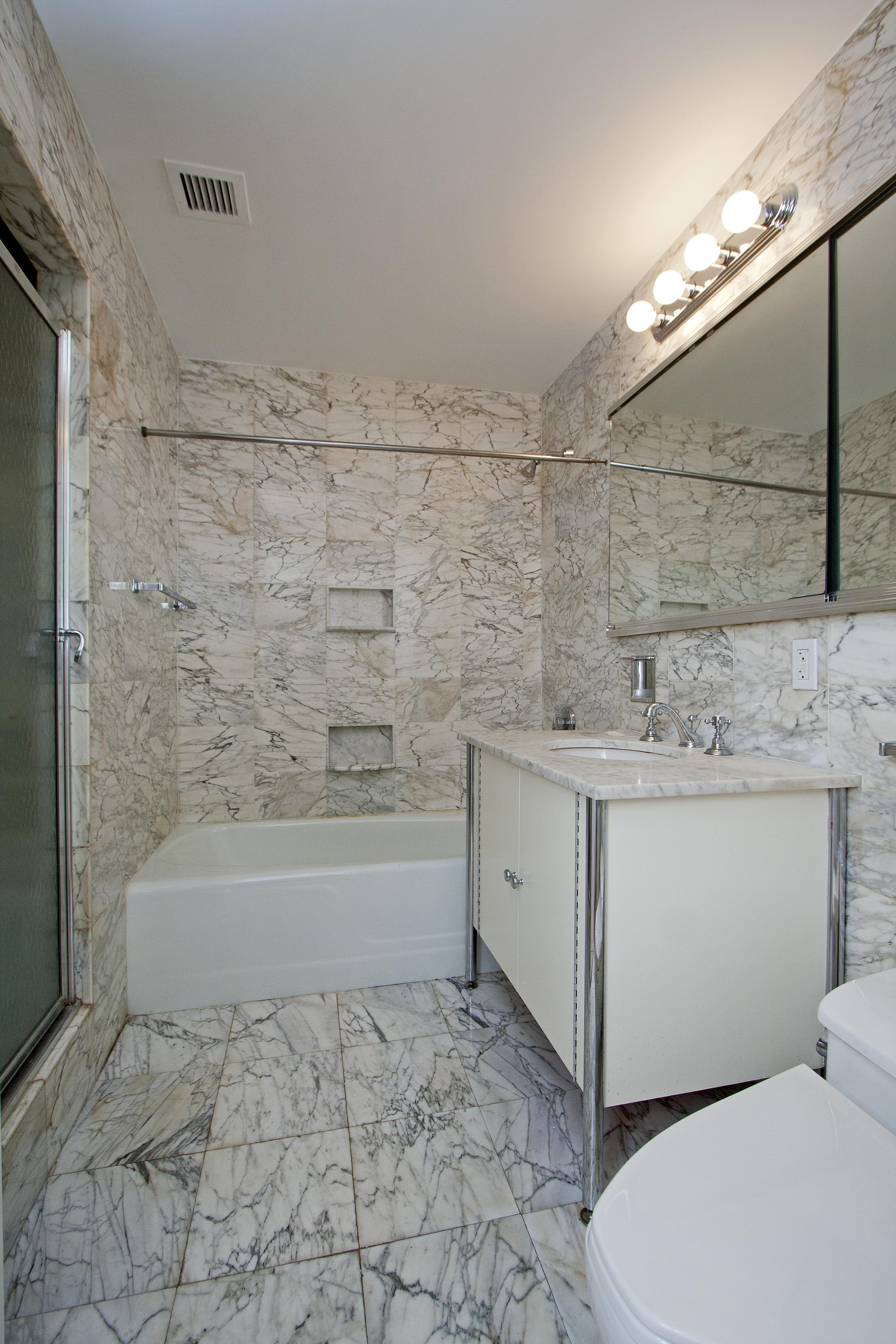 425e58 10f bathroom01
