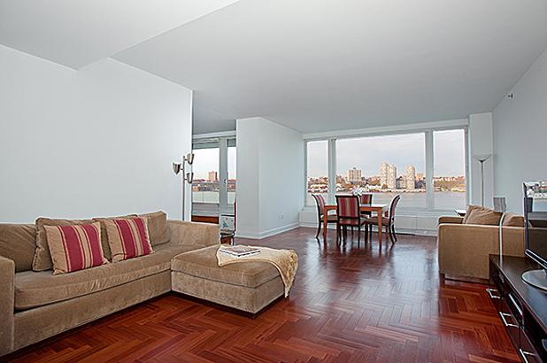 240rsb 10c livingroom