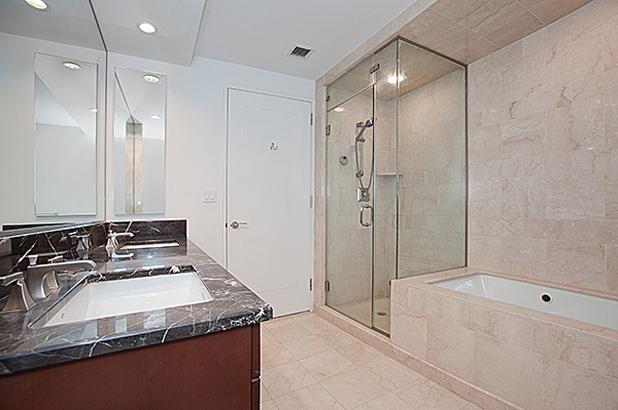 240rsb 10c masterbathroom alt