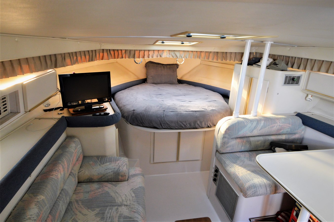 Cabin - 32 WELLCRAFT For Sale
