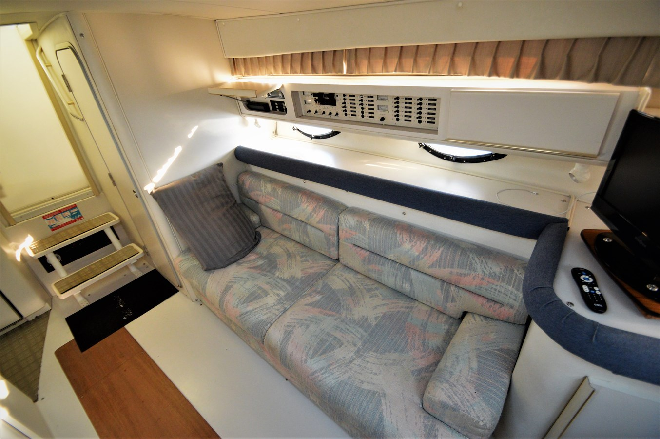 Couch - 32 WELLCRAFT For Sale