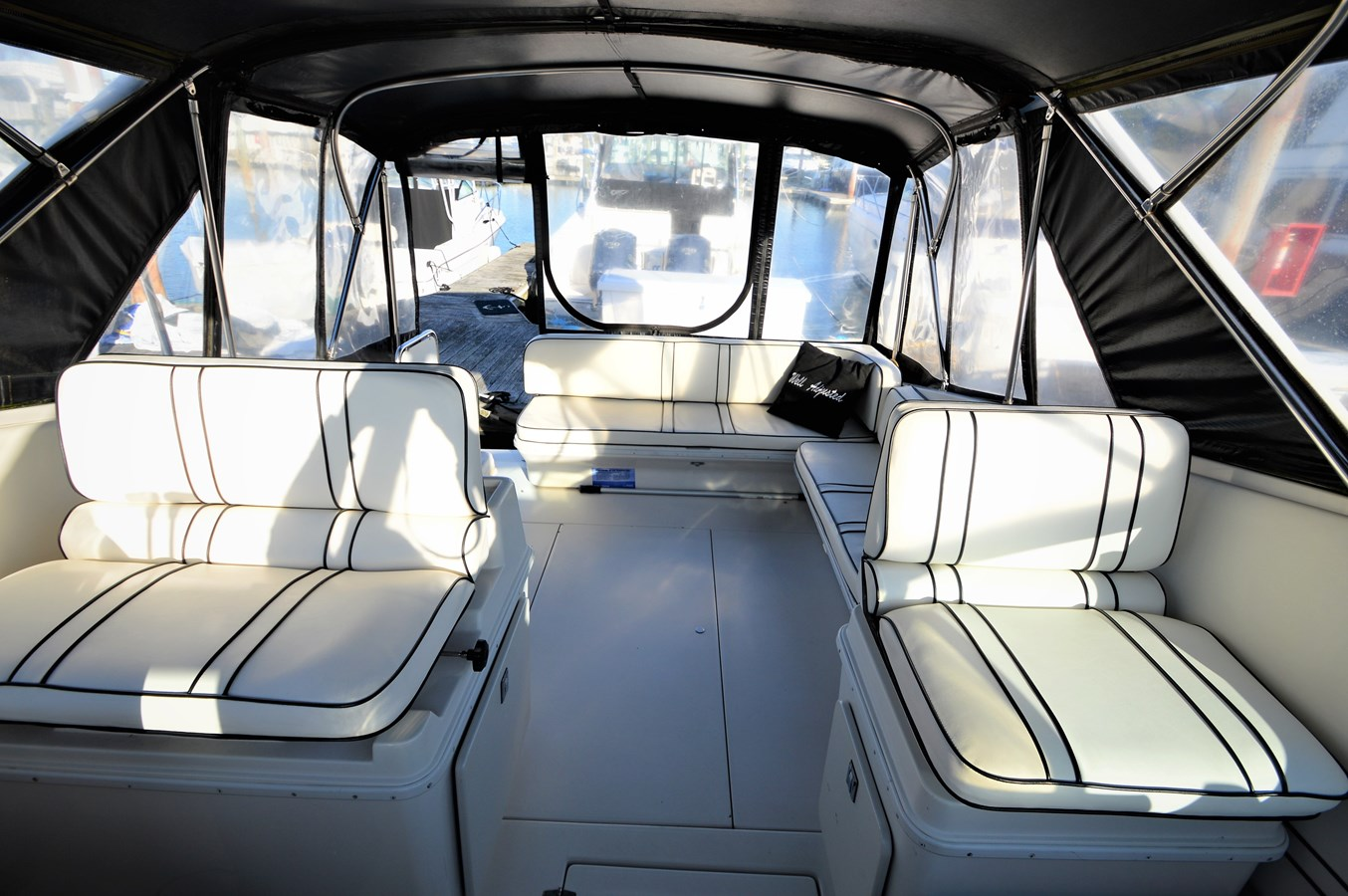 Looking Aft - 32 WELLCRAFT For Sale