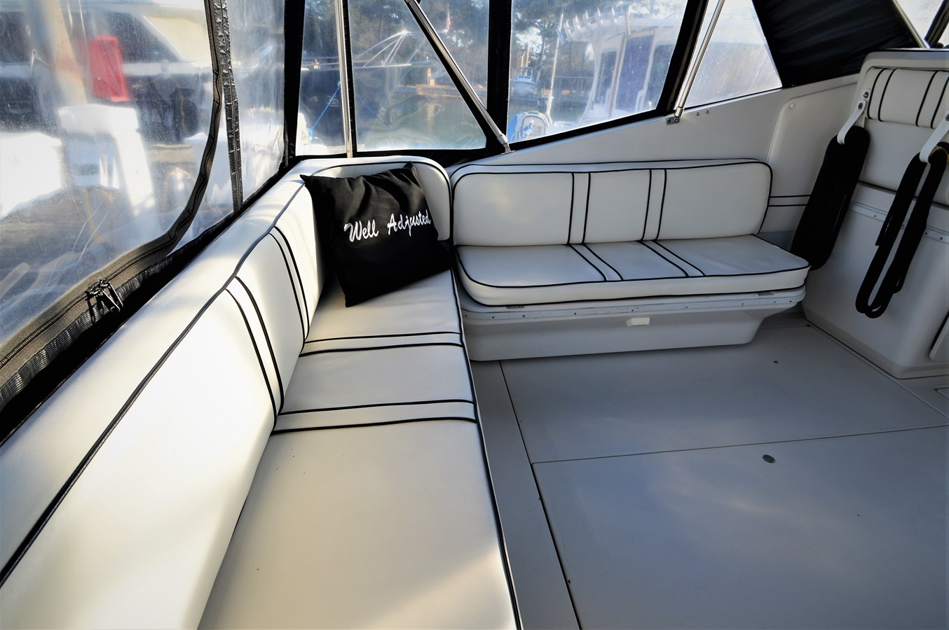 L Shaped Seating - 32 WELLCRAFT For Sale