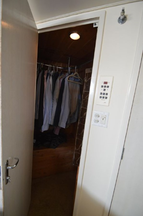 Master Hanging Locker - 54 HATTERAS For Sale