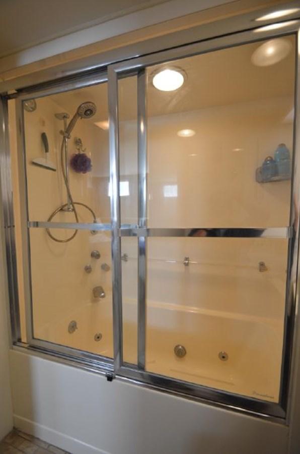 Master Shower - 54 HATTERAS For Sale