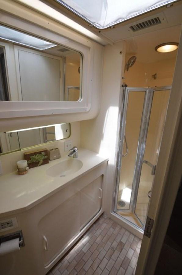 Guest Bath - 54 HATTERAS For Sale