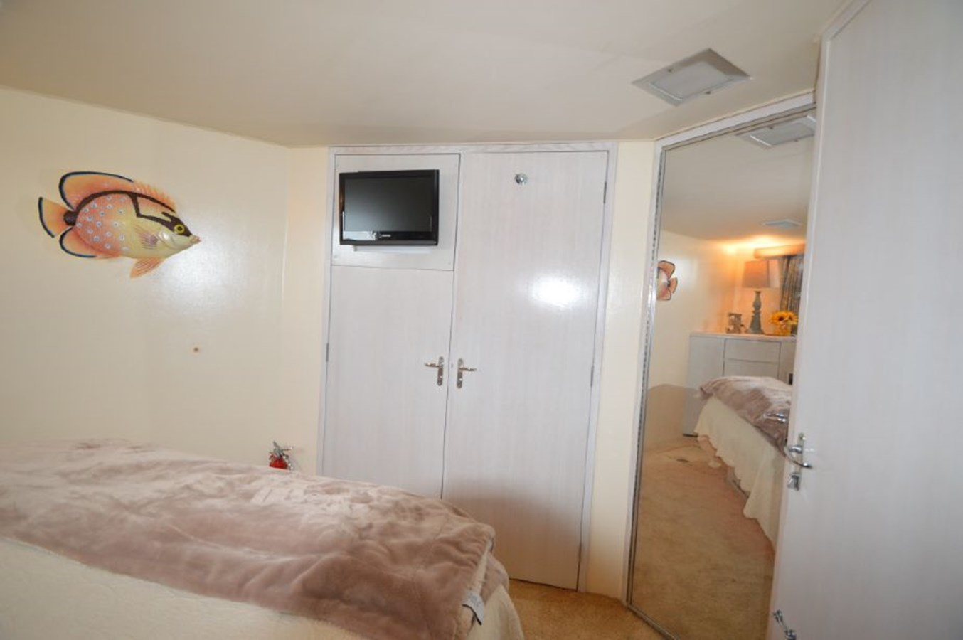 VIP Stateroom - 54 HATTERAS For Sale