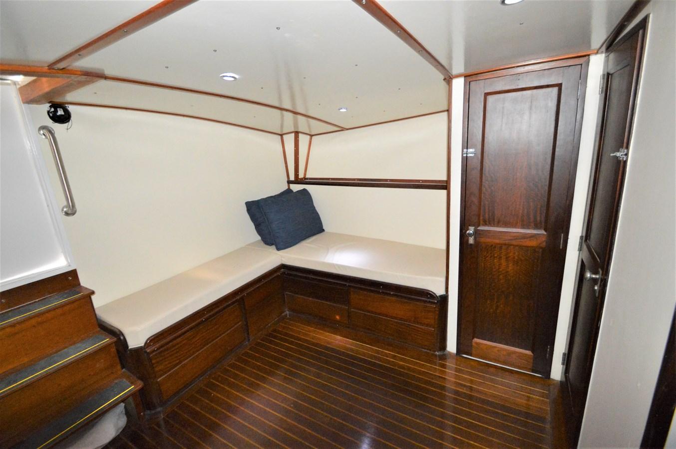 Salon - 45 HATTERAS For Sale