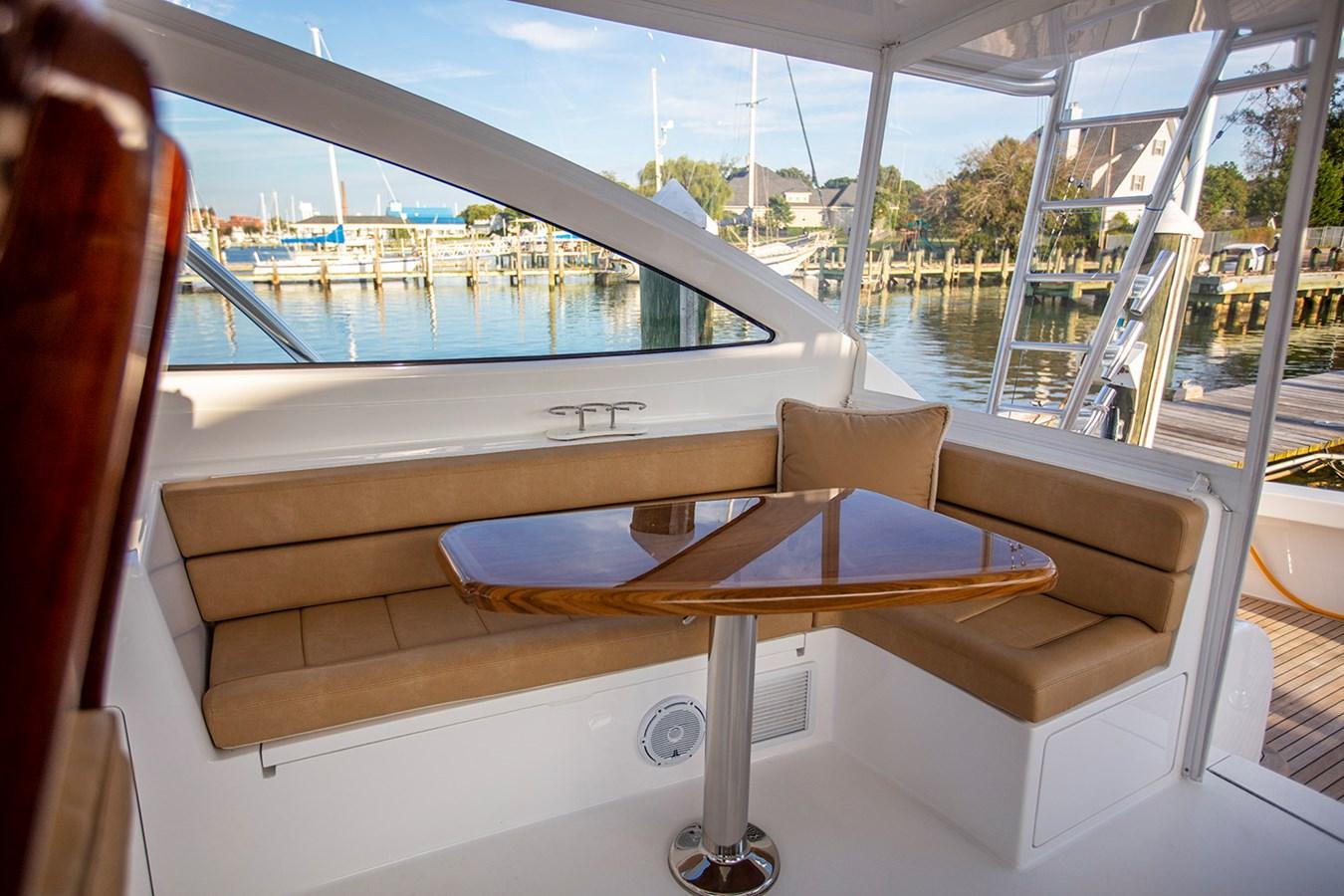48 Viking Bridge Seating - 48 VIKING For Sale