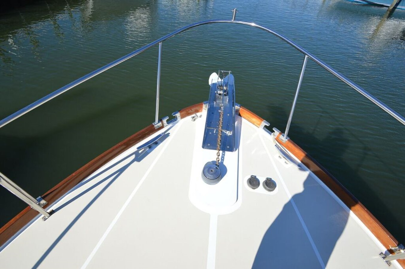 Bow - 38 GRAND BANKS For Sale