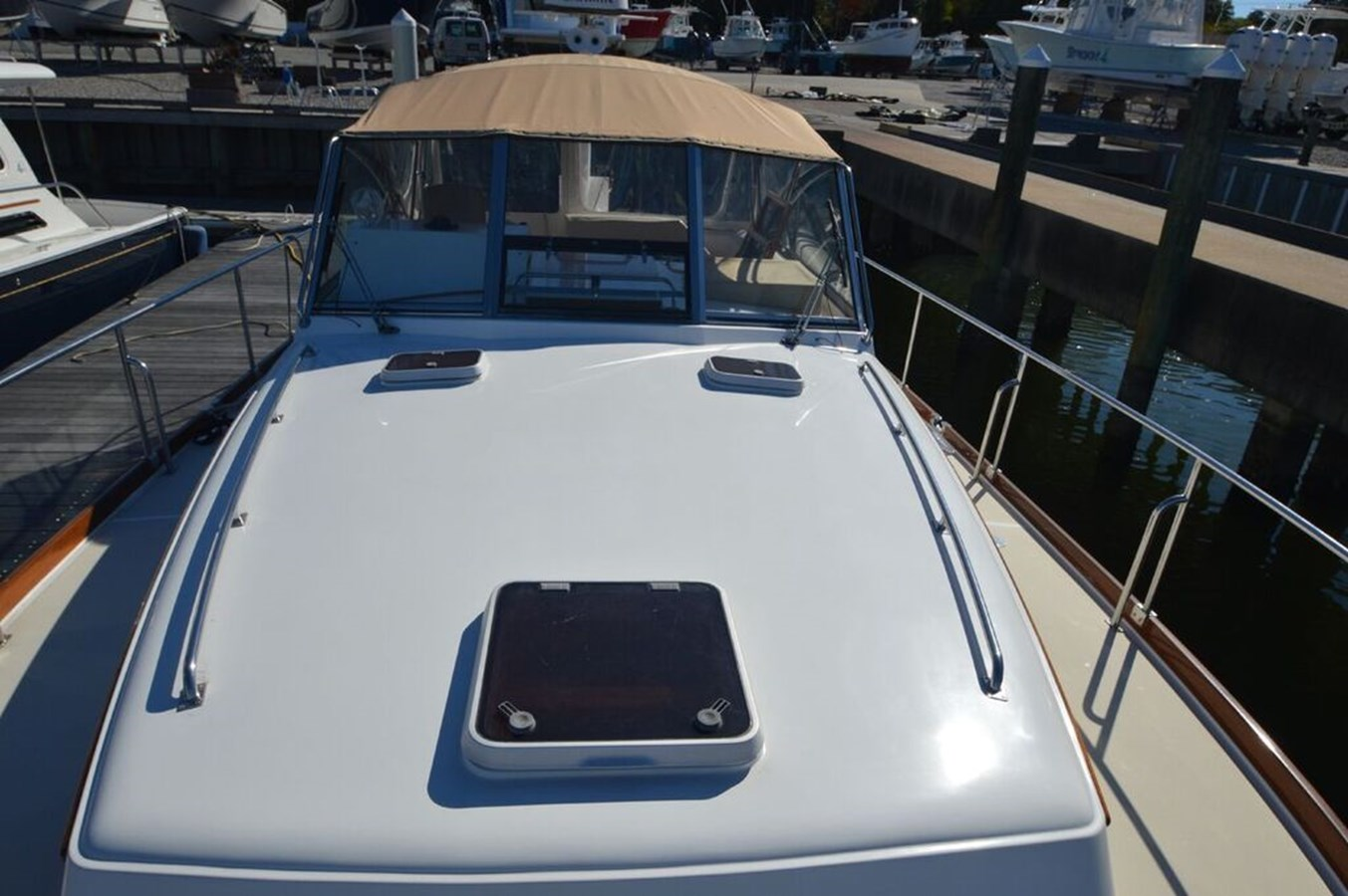 Foredeck - 38 GRAND BANKS For Sale