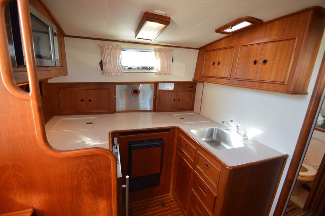 Galley - 38 GRAND BANKS For Sale