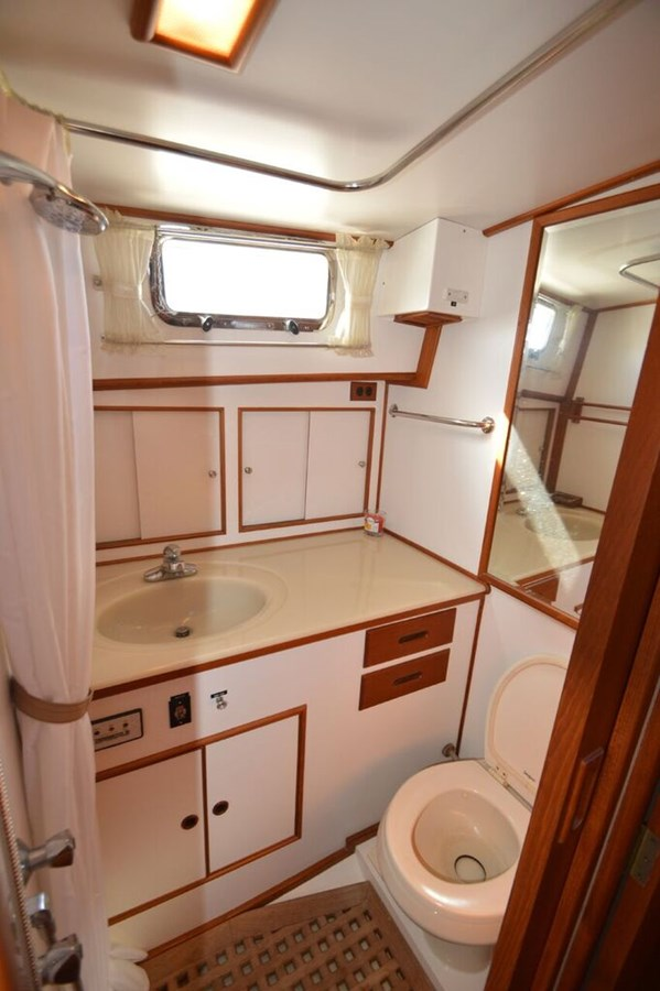 Head - 38 GRAND BANKS For Sale