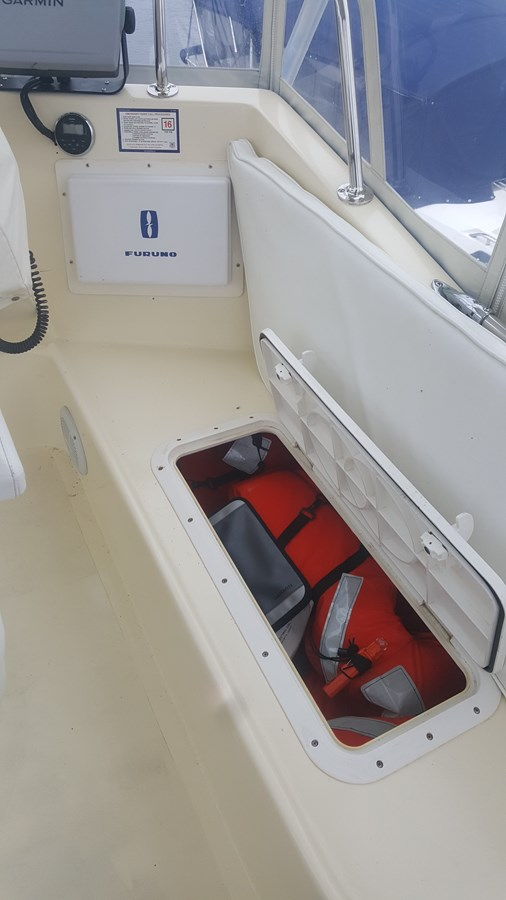 8 offshore Life Vests Radar - 34 HATTERAS For Sale