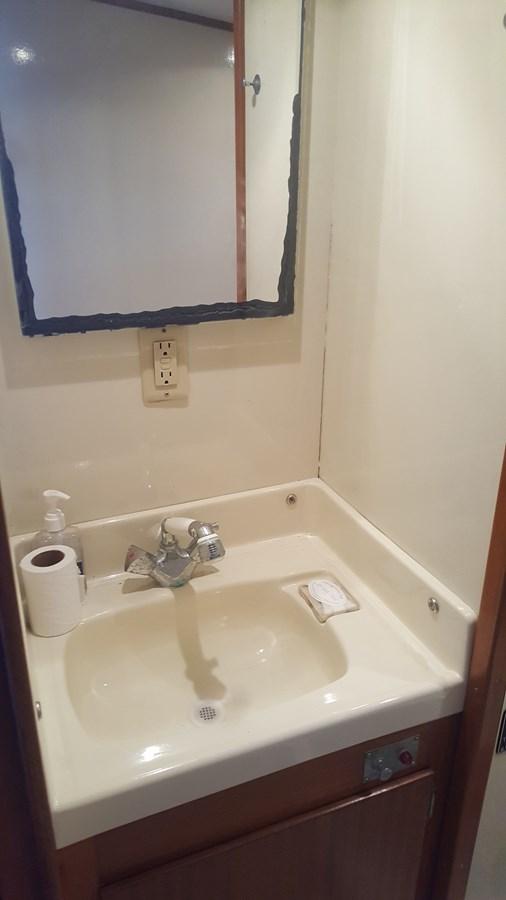 Head sink - 34 HATTERAS For Sale