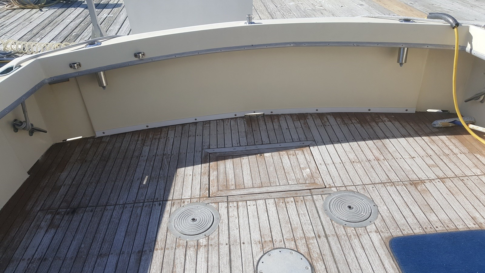 Teak Deck ready for Fishing Chair - 34 HATTERAS For Sale