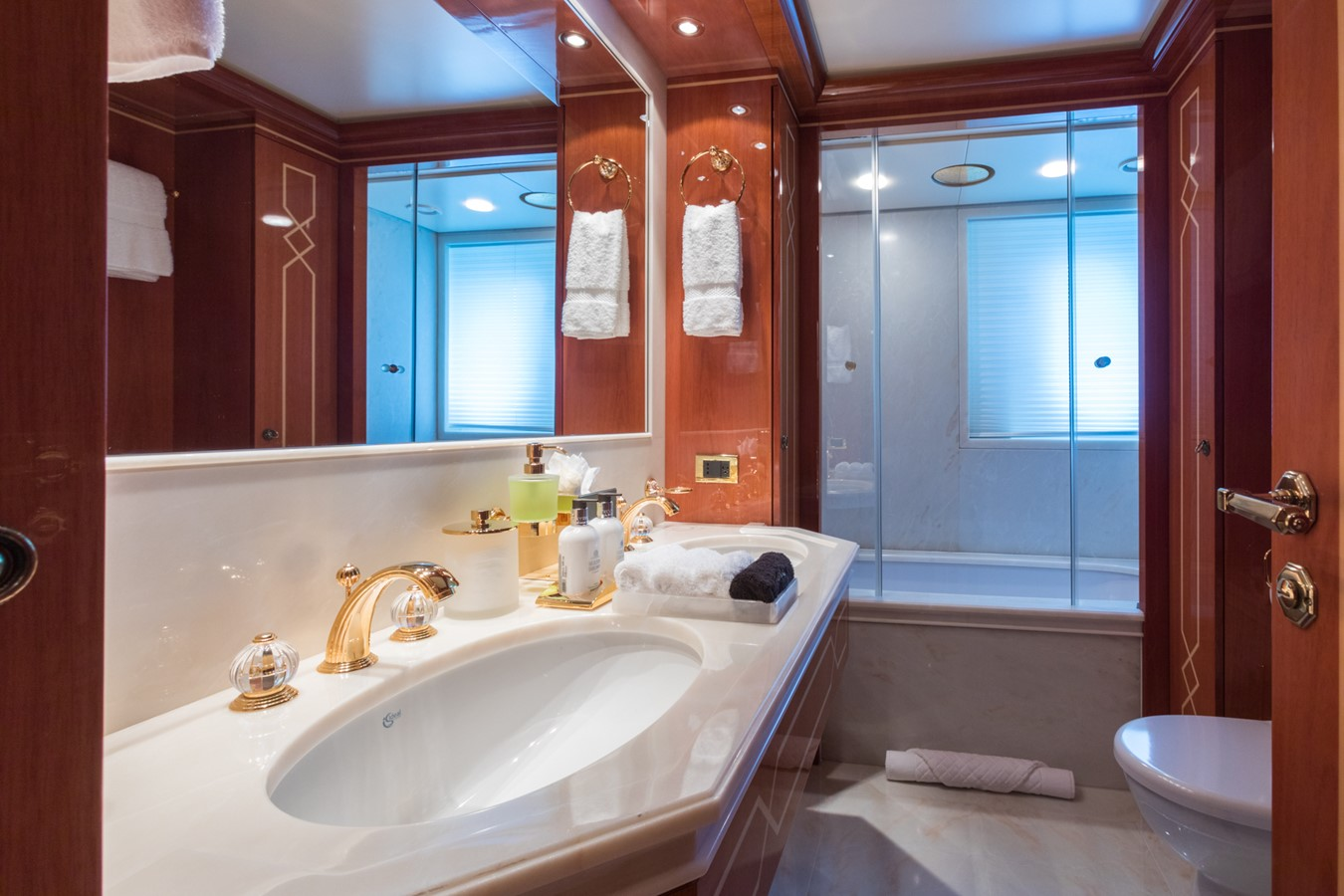 Lower Deck Port Guest Bath - 214 CODECASA For Sale