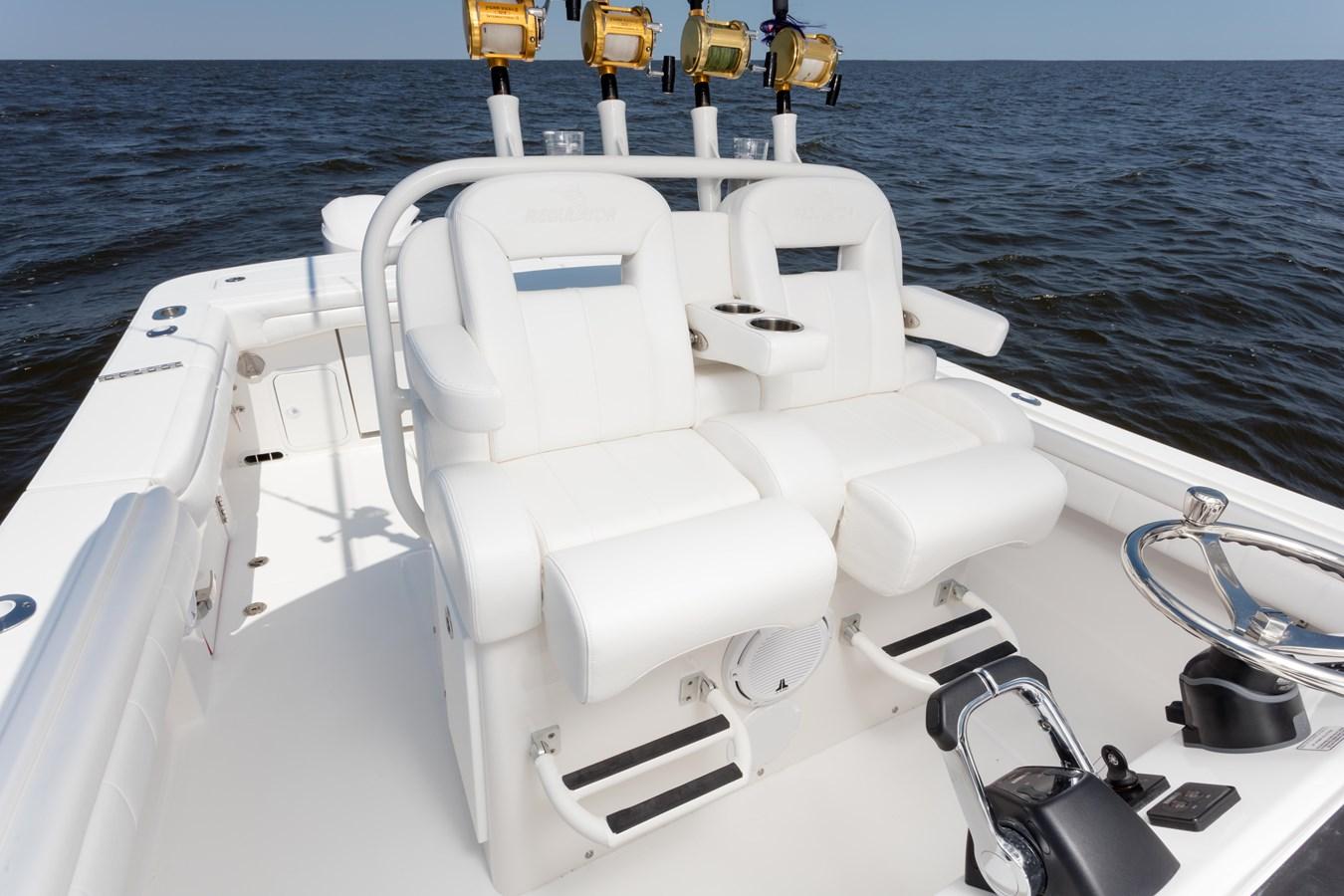 31-regulator-center-console-boat-seat-tackle-center - 31 REGULATOR For Sale