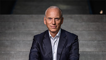 Interview with Pieter Nota, Member of the Board of Management of BMW AG, Customer, Brands, Sales, about realigning sales and marketing to create industry's best customer experience<br />