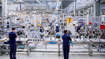 eDrive Production for the fully-electric BMW iX and BMW i4 begins.