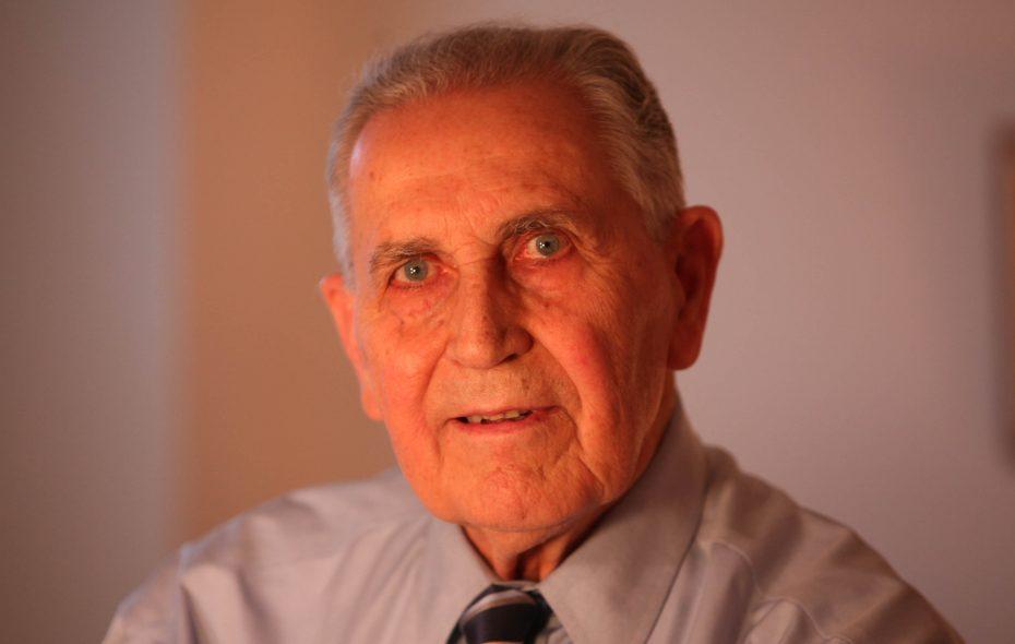 WWII vet Gordon H. Tresch at his Kenmore home on Dec. 22, 2010. (Robert Kirkham/Buffalo News)