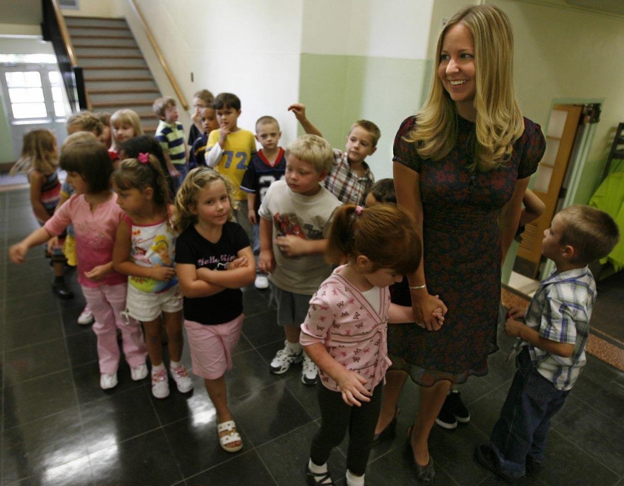 Buffalo News file photo    In this photo from Sept. 5, 2001, kindergarten teacher Kelly Regan leads a group of her students on a tour of Washington Hunt Elementary School in Lockport. City Youth and Recreation Director Melissa I. Junke has proposed that the City of Lockport buy Washington Hunt Elementary School for use as a youth center.