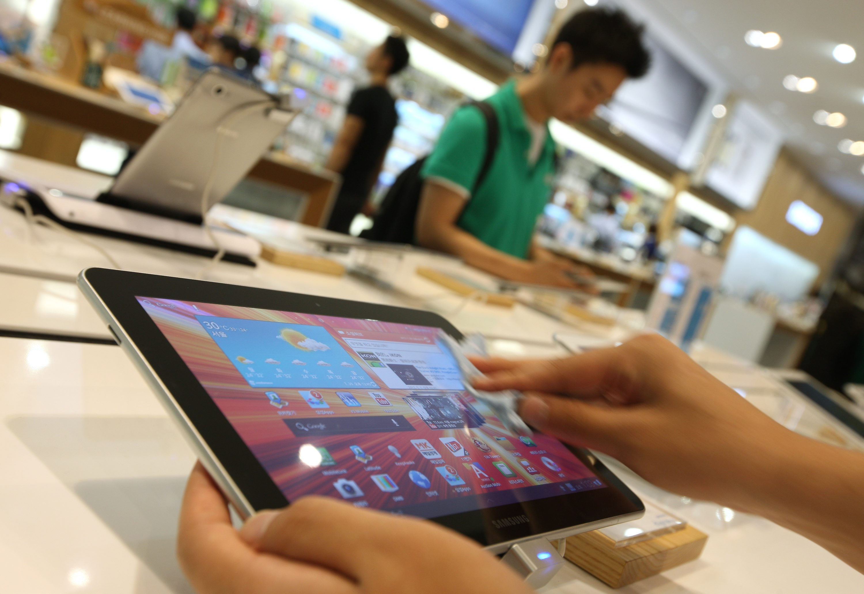 Bloomberg News  The best deals on a new tablet computer often can be found just before a new model comes out.
