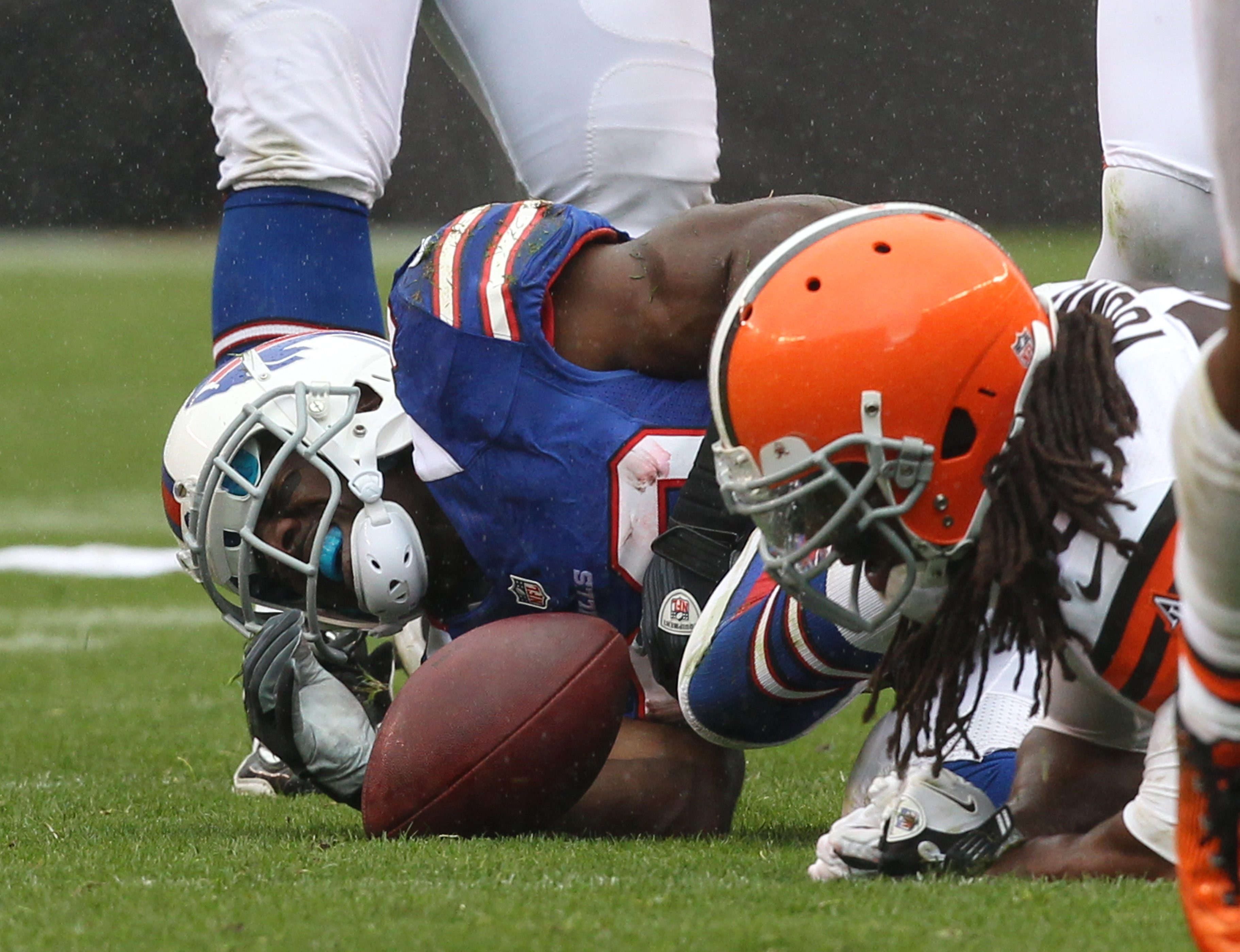 James P. McCoy / Buffalo News    Buffalo Bills running back C.J. Spiller suffered a shoulder injury when tackled at the end of a long run in the first quarter.