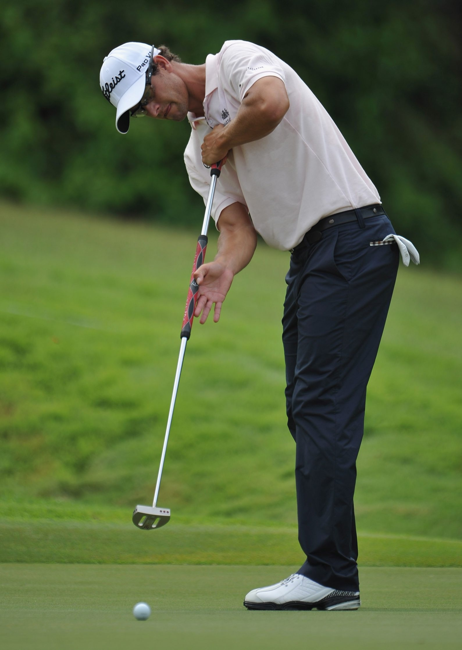 Adam Scott of Australia uses the long putter at this year's Barclays Singapore Open.
