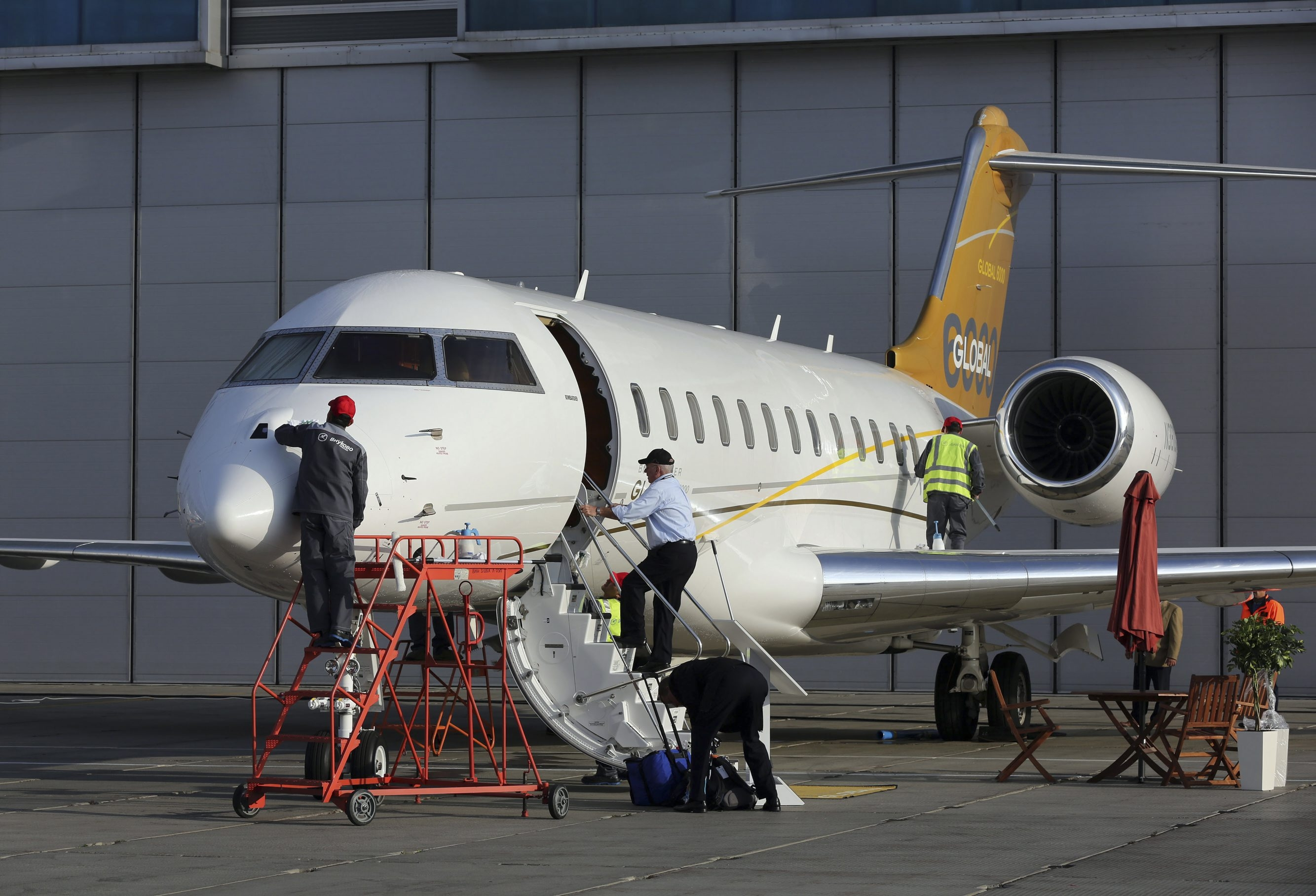 Bombardier luxury jet deal soars