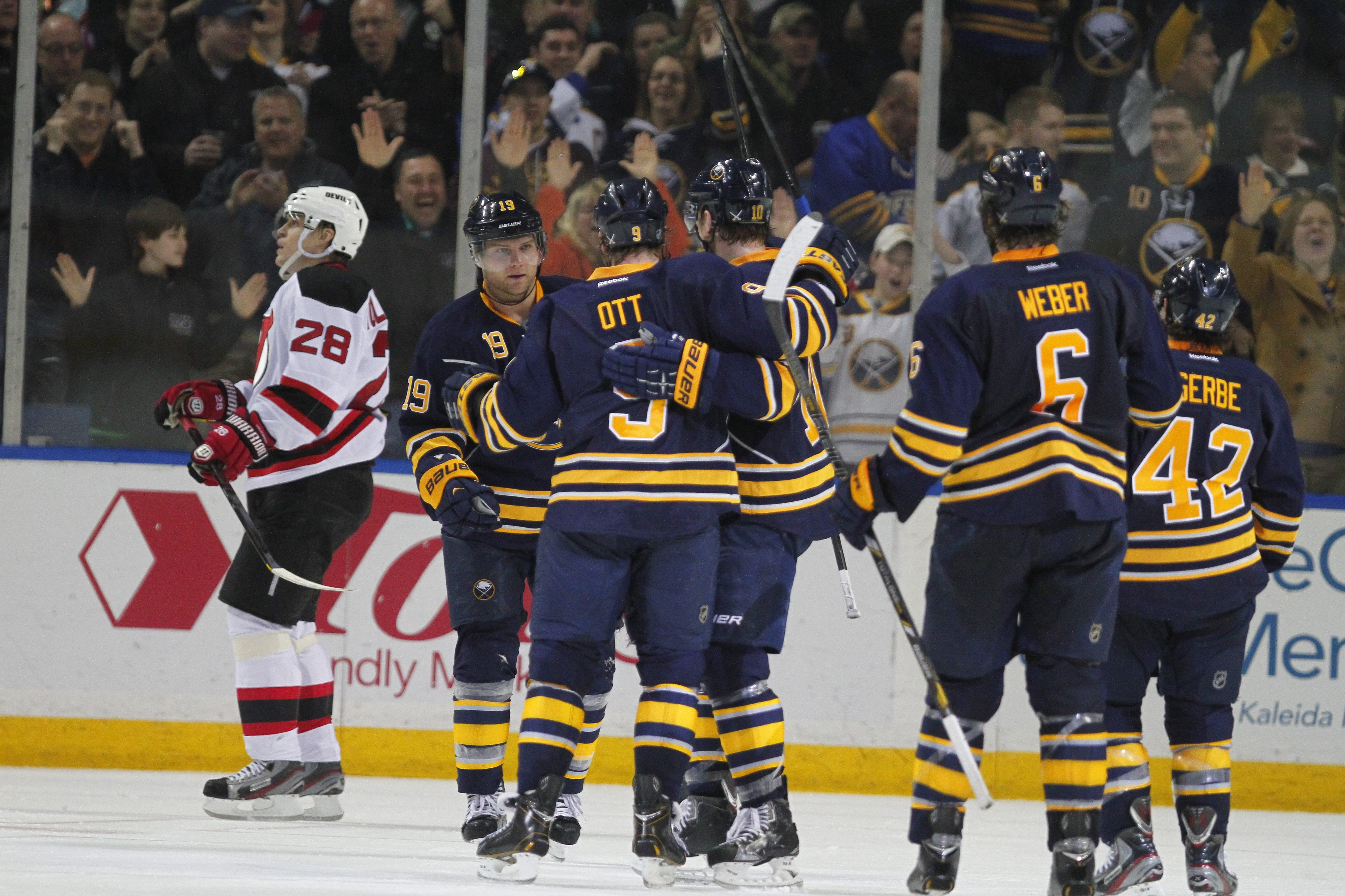 Buffalo's Steve Ott celebrates his goal that gave the Sabres a 2-1 lead in the second period.