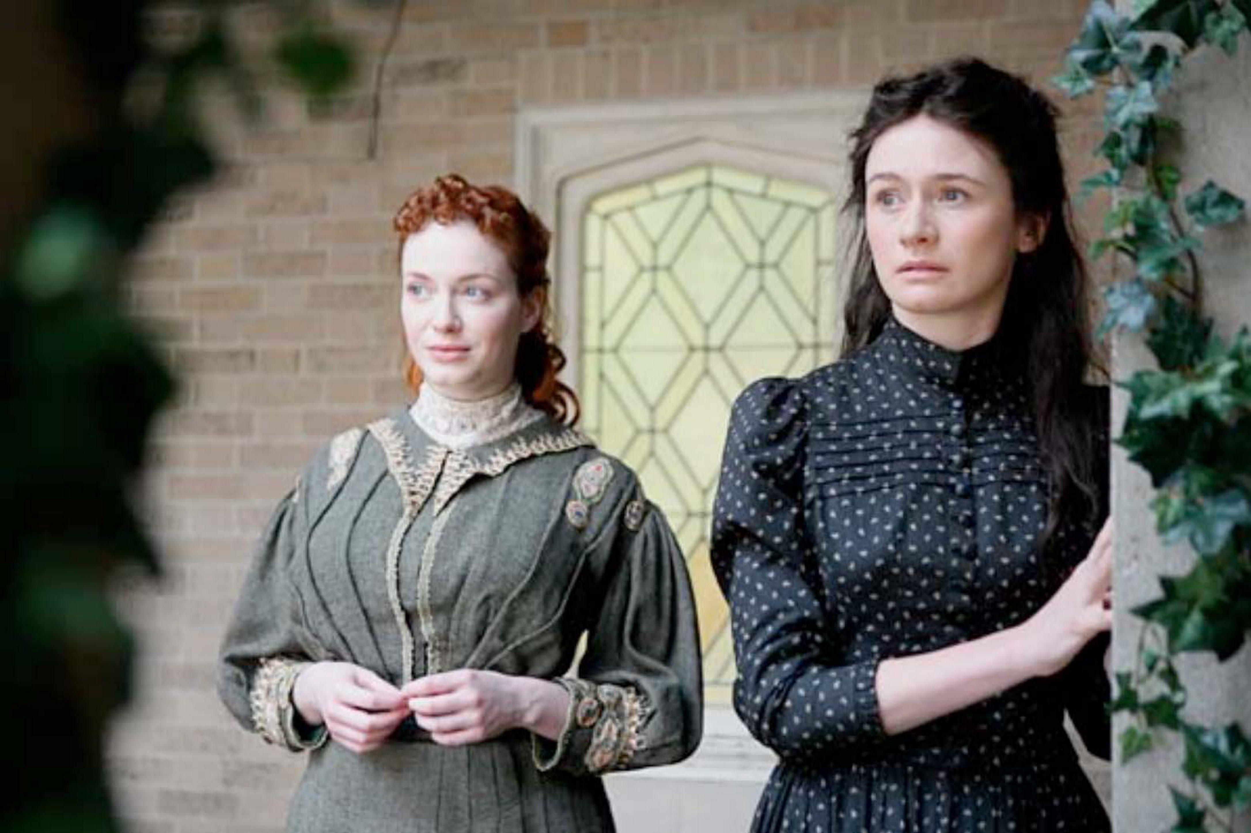 Christina Hendricks as Catherine and Emily Mortimer as Leonie in 'Leonie.'