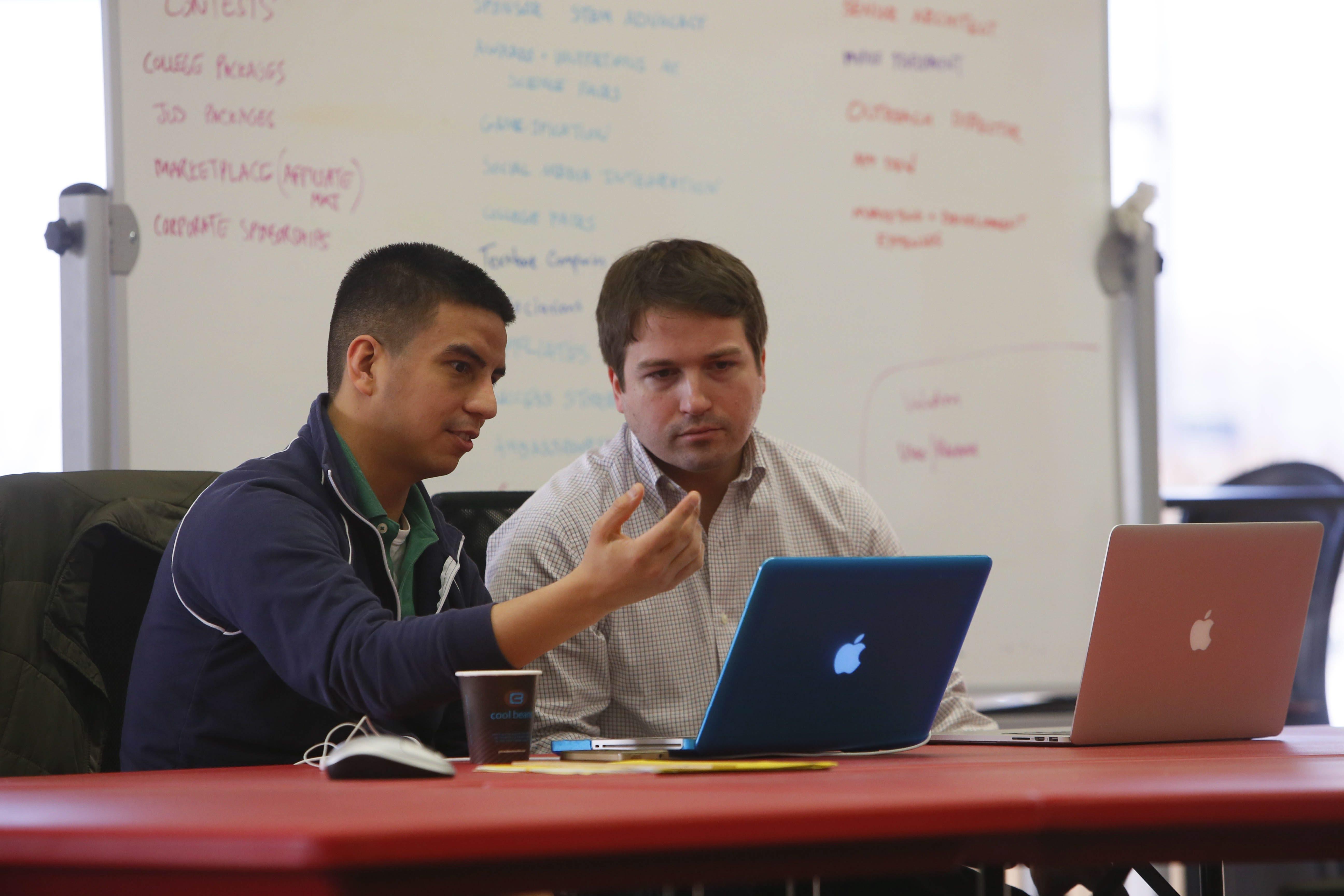 Oscar Pedroso, founder of GradFly, left, talks strategy with Dan Magnuszewski, managing director of Z80 Incubator Labs.