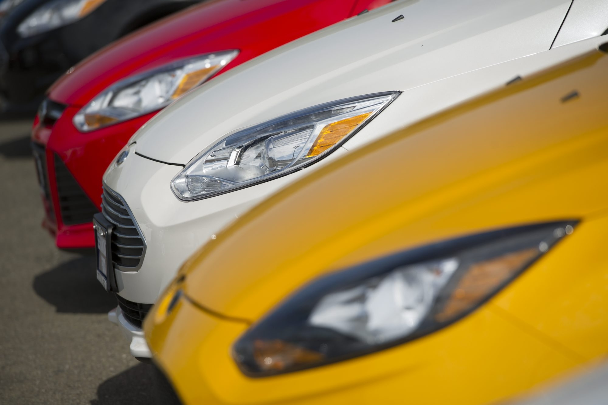Cars sit on display for sale at the Serramonte Ford Motor Co. dealership in Colma, California, U.S., on Friday, March 29, 2013. Domestic vehicle sales data is expected to be released April 2. U.S. light-vehicle sales probably climbed 4.2 percent in March to 1.46 million, the average estimate of 10 analysts surveyed by Bloomberg. Photographer: David Paul Morris/Bloomberg