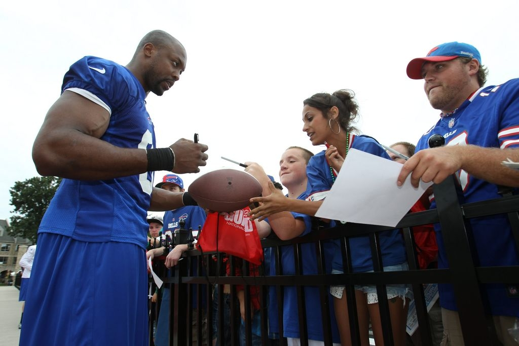 Buffalo Bills linebacker Manny Lawson signs autographs after practice Monday.