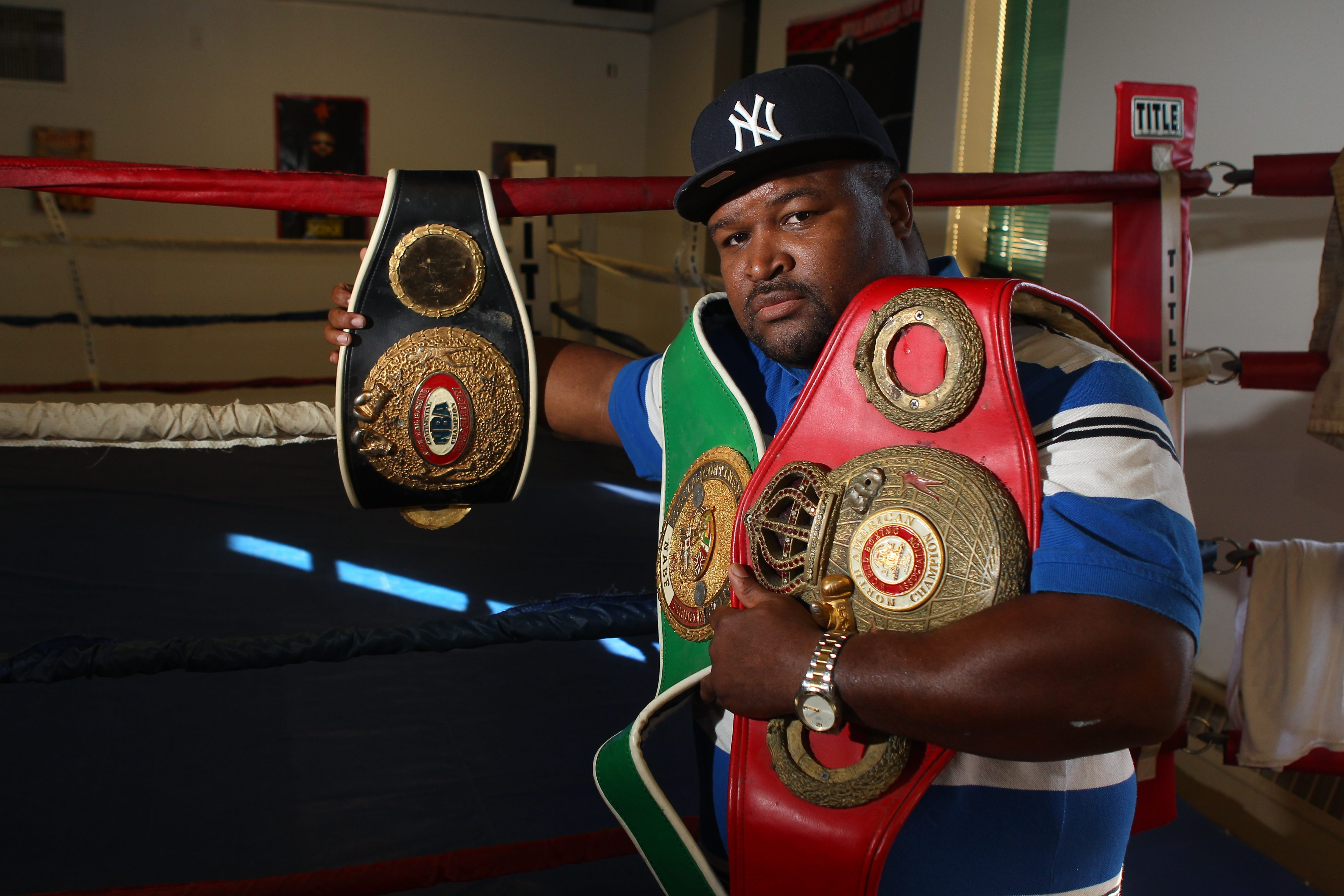 Former world boxing contender Ross Thompson will be inducted into the Buffalo Veteran Boxers Association Ring 44 Hall of Fame.