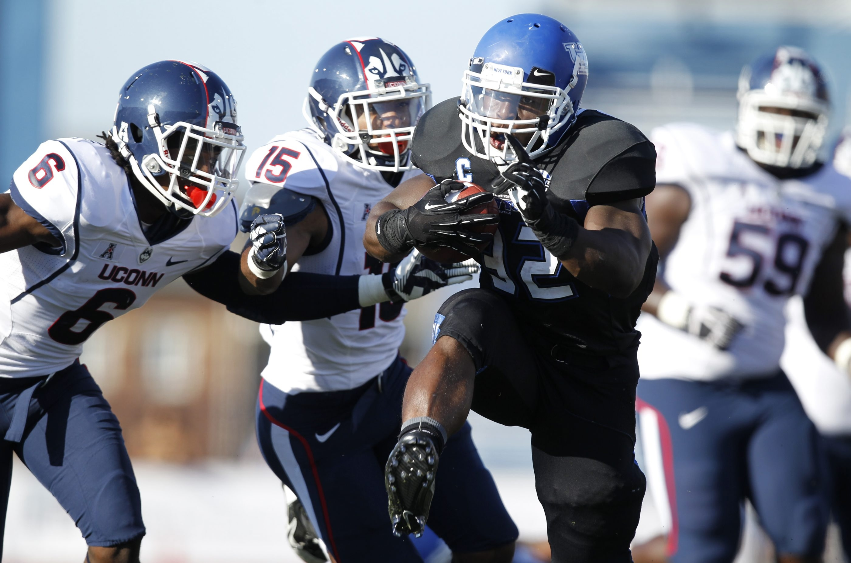 UB's Branden Oliver picked up 90 yards and scored a second-quarter touchdown.