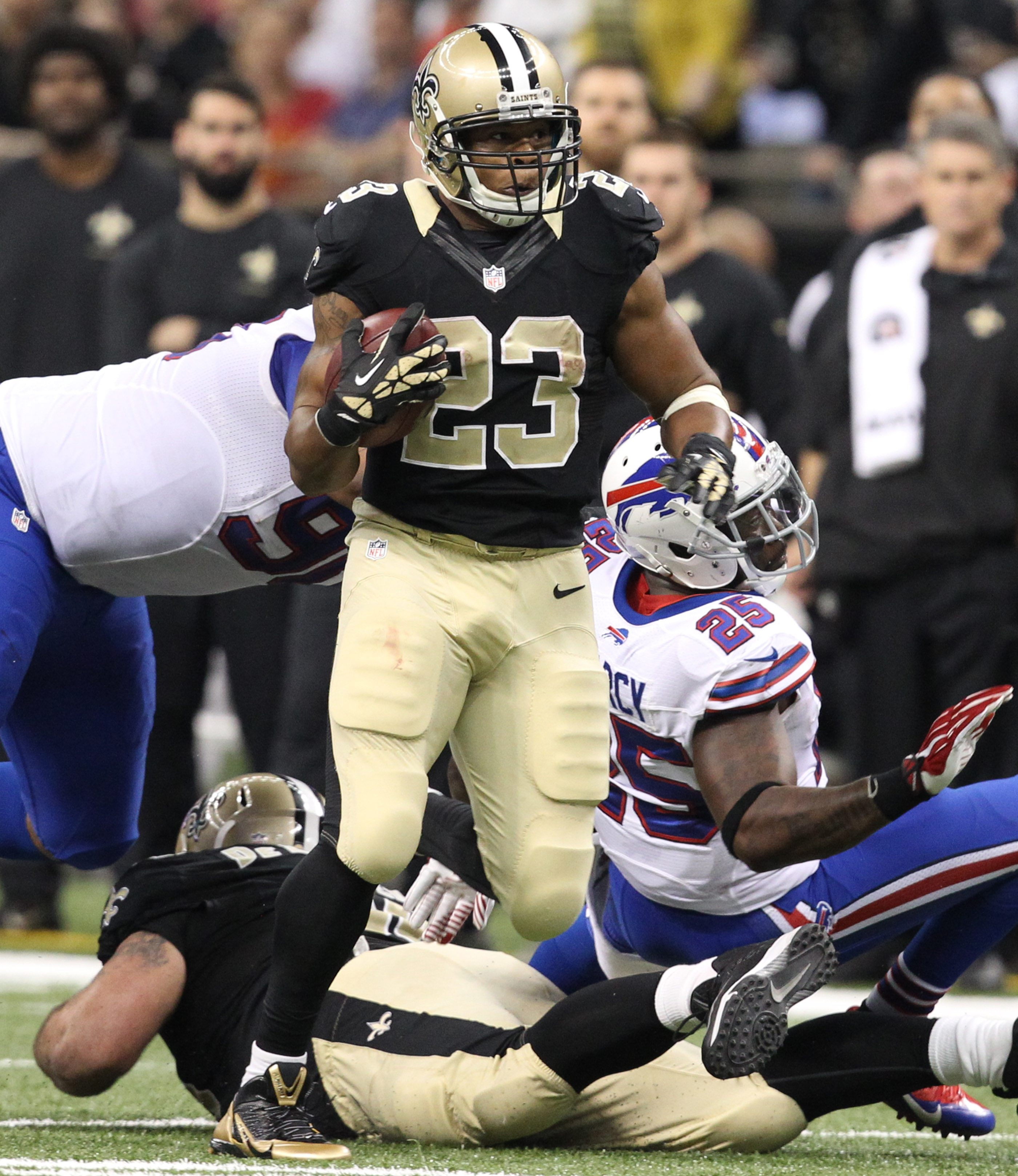 New Orleans running back Pierre Thomas  runs for a first down after getting past Buffalo strong safety Da'Norris Searcy (25) in the second quarter.