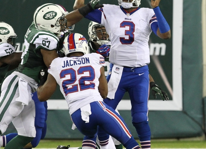 Buffalo Bills quarterback EJ Manuel didn't have too much time to throw in the face of a fierce pass rush on Sunday at MetLife Stadium. (James P. McCoy/ Buffalo News)