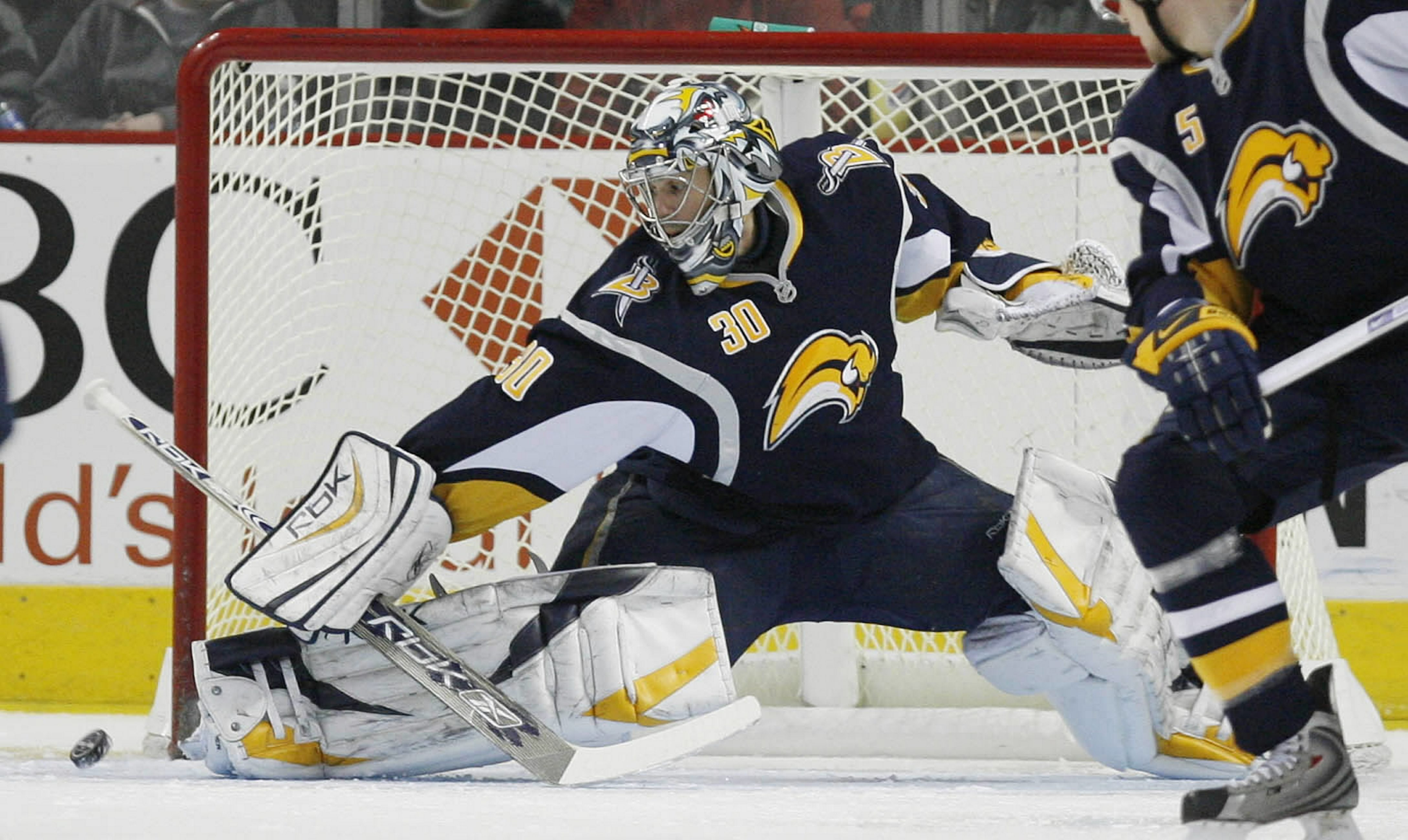 Ryan Miller helped the Sabres reach back-to-back Eastern Conference finals in 2006 and 2007.  (Mark Mulville / Buffalo News file photo)