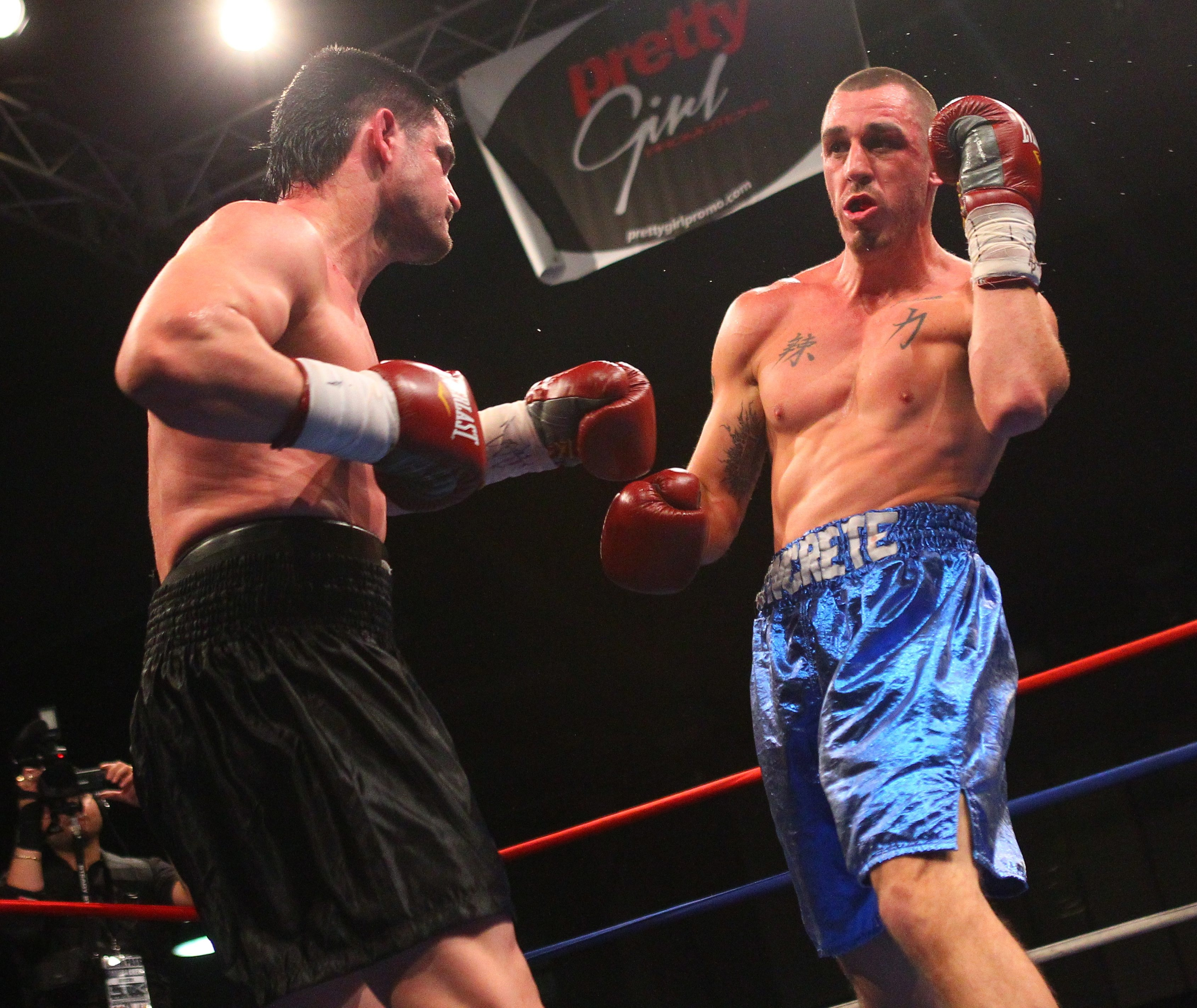 Milos Pantelic, left, a Buffalo cruiserweight, remained unbeaten by taking down Mike Bissett.
