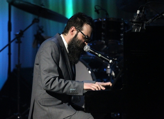 BEVERLY HILLS, CA - FEBRUARY 28:  Recording artist Mark Oliver Everett of EELS performs during the Venice Family Clinic Silver Circle 2011 Gala at the Beverly Wilshire Hotel on February 28, 2011 in Beverly Hills, California.  (Photo by Frederick M. Brown/Getty Images)