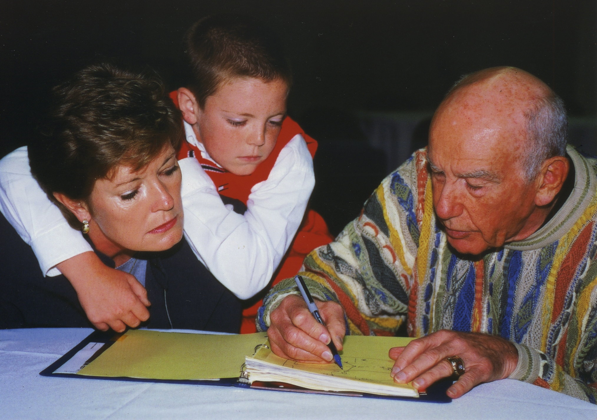 Dr. Jack Ramsay, right, signs an autograph at the Naismith Memorial Basketball Hall of Fame for ex-Tennessee coach and fellow Hall of Famer Pat Summitt, left, back in 2000. Ramsay, the ex-Braves coach who won an NBA title with Portland and later became a respected broadcaster for more than 20 years, died at age 89 on Monday. (AP Photo)