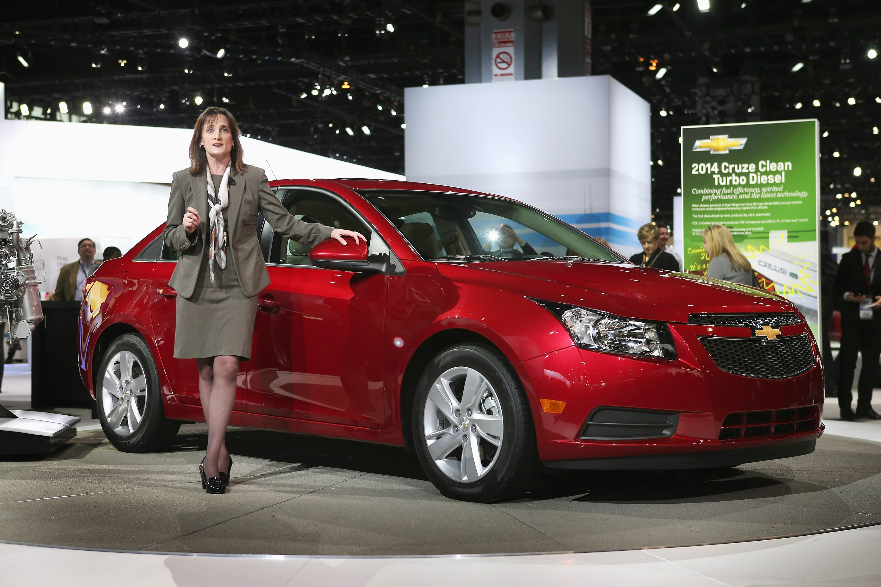General Motors has notified dealers to suspend sales of 2013 and 2014 Chevy Cruzes after the discovery of a possible defect in their air bags.