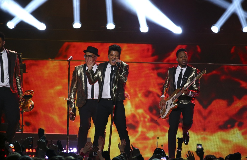 Bruno Mars, performing here at the Super Bowl, pays a visit to the Nickel City on June 30, 2014. (Chang W. Lee/The New York Times)
